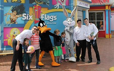 The Orthodox Union's youth organization sold more than 4,000 tickets to Six Flags Great Adventure on the first day of chol hamoed, Passover's intermediate days, April 25, 2016. (Uriel Heilman/via JTA)