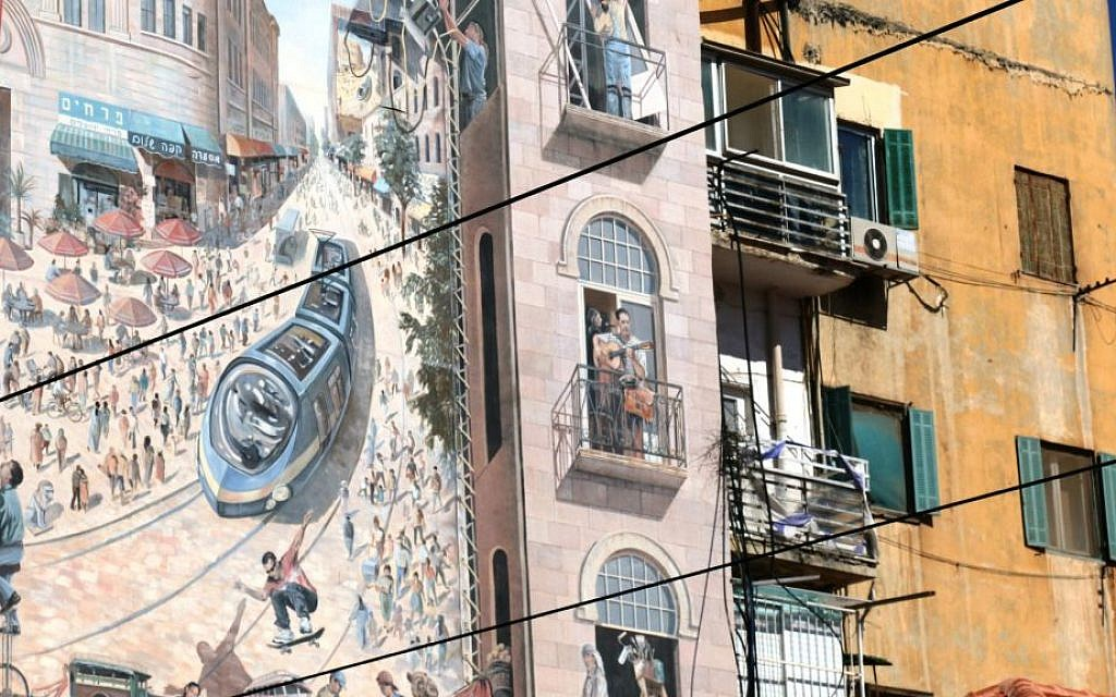 A mural depicting Jerusalem's light rail on the side of a building on Straus street (Shmuel Bar-Am)