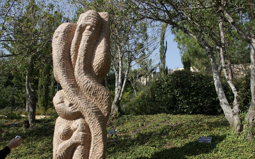 A sculpture dedicated to the Unknown Righteous at the entrance to the memorial. (Shmuel Bar-Am)