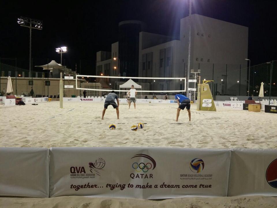 Israeli beach volleyball duo Sean Faiga and Ariel Hilman at the Qatar Open in Doha, April 4, 2016. (Courtesy: IVA facebook)