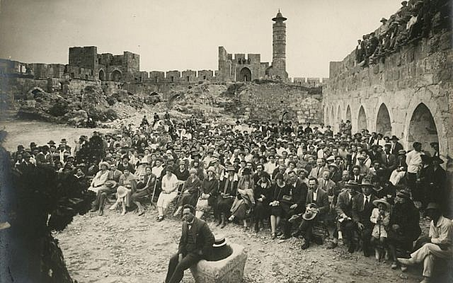 Shmuel Josef Schweig. Concert by the cantor Z. Kvartin, from a Jewish National Fund album, Buki Boaz collection of Israeli photography, Mevasseret Zion