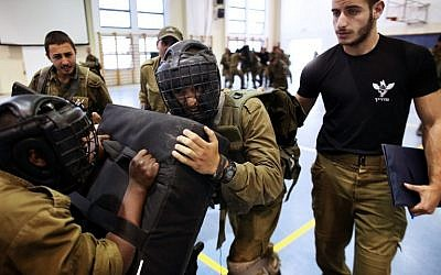 Soldiers from the IDF's Golani Brigade seen during Krav Maga training at the Regavim Army base on April 19, 2016. (AFP PHOTO / MENAHEM KAHANA)