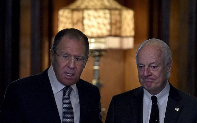 Russian Foreign Minister Sergei Lavrov, left, meets with United Nations envoy for Syria Staffan de Mistura in Moscow on May 3, 2016. (AFP/KIRILL KUDRYAVTSEV)