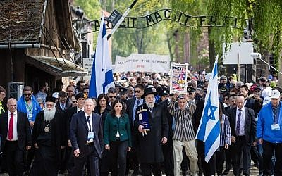 """Participants of the annual """"March of the Living"""" are seen as they pass the main gate of the former Nazi death camp in Oswiecim (Auschwitz), Poland, on May 5, 2016. (AFP PHOTO / WOJTEK RADWANSKI)"""