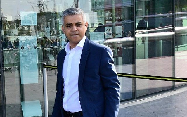Sadiq Khan, Britain's Labour Party candidate for London mayor, arrives at City Hall in central London on May 6, 2016, as votes continue to be counted in the contest. (AFP Photo/Leon Neal)