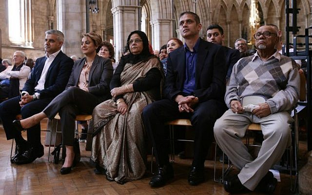 Britain's incoming London Mayor Sadiq Khan (L) sits with his wife Saadiya (2L), during his swearing-in ceremony at Southwark Cathedral in central London on May 7, 2016. (Yui Mok/Pool/AFP)