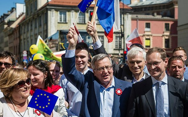 Former Polish President Bronislaw Komorowski (C), his wife Anna (L), Berlin Mayor Michael Mueller (R) and other participants march during the annual Schumann Parade to support the idea of a United Europe in Warsaw, Poland on May 7, 2016. (Wojtek Radwanski/AFP Photo/AFP)