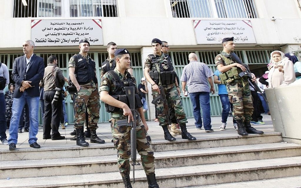 Lebanese security forces stand guard outside a polling station as people head to cast their votes for the municipal elections on May 8, 2016 in the capital Beirut.  (AFP/ANWAR AMRO)