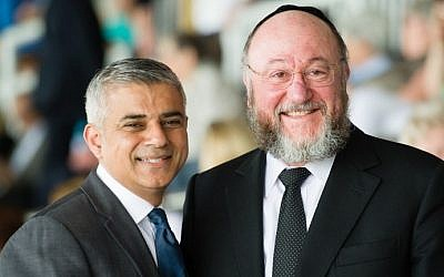 Chief Rabbi Ephraim Mirvis of the United Congregations of the Commonwealth poses with Mayor of London Sadiq Khan ahead of the Yom HaShoah Commemoration, the UK Jewish community's Holocaust remembrance ceremony, in Barnet, north London, on May 8, 2016 (AFP PHOTO / LEON NEAL)