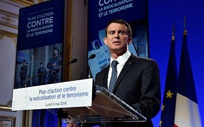 French Prime Minister Manuel Valls gives a press conference after an interministerial meeting on delinquency, radicalization and terrorism, Paris, May 9, 2016. (AFP/Eric Feferberg)