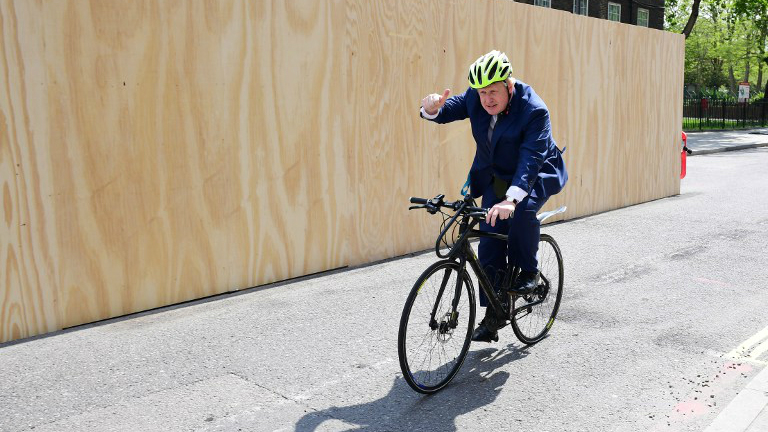 Former mayor of London and Conservative MP for Uxbridge and South Ruislip Boris Johnson rides away after delivering a speech on the European Union ahead of the June 23 EU Referendum, May 9, 2016. (Leon Neal/AFP)