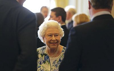 Britain's Queen Elizabeth II smiles as she speaks to British Prime Minister David Cameron, right, during a reception in Buckingham Palace in London, May 10, 2016. (AFP/Paul Hackett)
