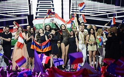 Singers and delegations celebrate on stage after advancing to the grand final, held on May 14, after qualifying in the first semi-final of the Eurovision Song Contest 2016 in Stockholm, Sweden, May 10, 2016. (AFP/JONATHAN NACKSTRAND)