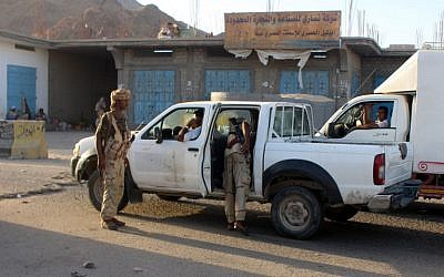 Yemeni troops search a vehicle at a checkpoint following suicide attacks in the southeastern Yemeni port of Mukalla on May 12, 2016. (AFP/STRINGER)