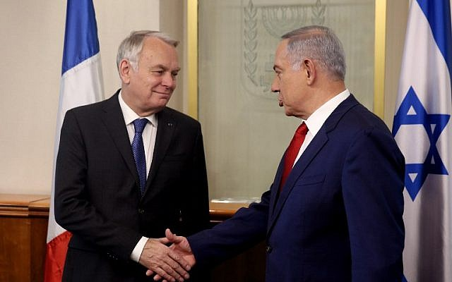 Benjamin Netanyahu, right, shakes hands with French Foreign Minister Jean-Marc Ayrault on May 15, 2016 during a meeting at the Prime Minister's office in Jerusalem. (AFP/POOL/MENAHEM KAHANA)
