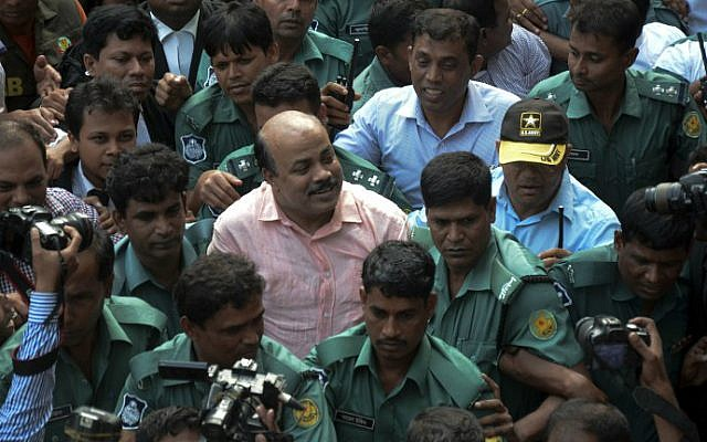 Bangladeshi security personnel escort Bangladesh Nationalist Party (BNP) joint secretary general Aslam Chowdhury, center, to court following his arrest in Dhaka on May 16, 2016. (STR/AFP)