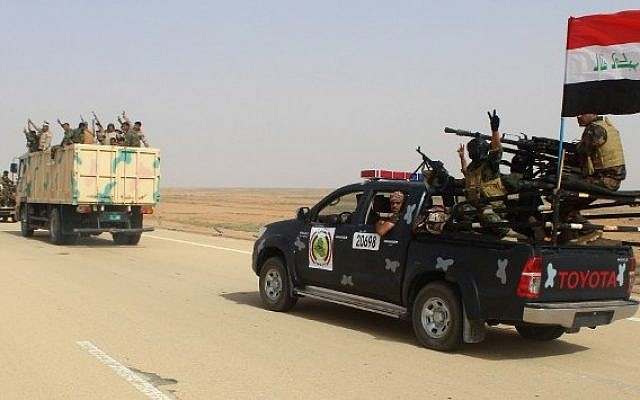Iraqi government forces and local tribal fighters drive on the highway between Ramadi and Rutba as they take part in an operation to retake Rutba from the Islamic State jihadist group on May 16, 2016. (AFP Photo/Moadh Al-Dulaimi)