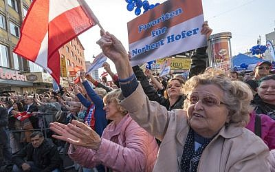 Supporters of Right-wing Austrian Freedom Party presidential candidate Norbert Hofer attend Hofer's final election campaign rally at the Viktor Adler Markt in Vienna, Austria on May 20,2016. (AFP/JOE KLAMAR)