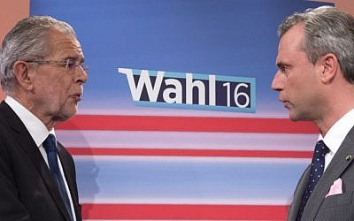 Presidential candidates Alexander Van der Bellen (left) and Norbert Hofer attend a television discussion after the second round of the Austrian President elections on May 22, 2016, at the Hofburg palace in Vienna. (AFP Photo/Joe Klamar)