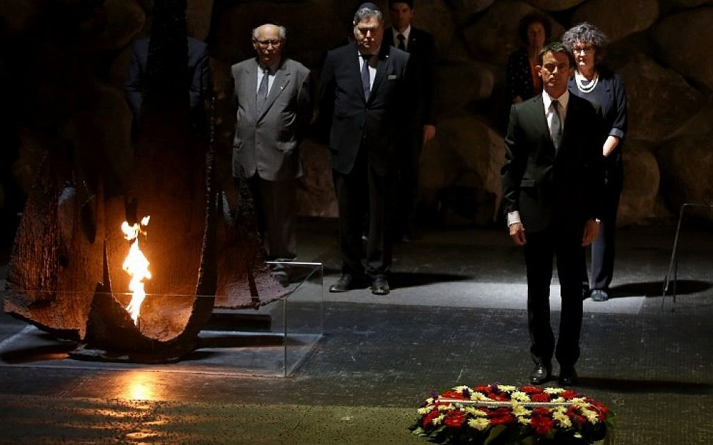 French Prime Minister Manuel Valls lays a wreath at the Hall of Remembrance during a visit to the Yad Vashem Holocaust memorial museum in Jerusalem on May 23, 2016 (AFP PHOTO/GALI TIBBON)