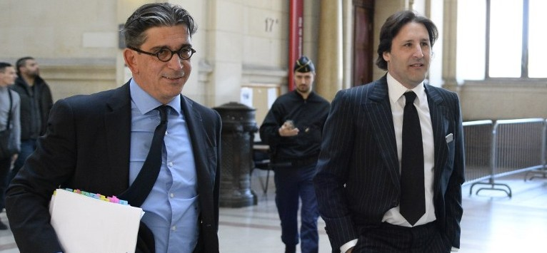 Arnaud Mimran (R) arrives flanked by his lawyer Jean-Marc Fedida (L), at the Paris courthouse, on May 25, 2016, to attend his trial in the case of the value-added tax (VAT) fraud on carbon tax amounting to 238 million euros. (AFP PHOTO / BERTRAND GUAY)