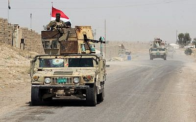 Iraqi pro-government forces reach al-Sejar village in Iraq's Anbar province, on the boundaries of Fallujah, on May 28, 2016, as they take part in a major assault to retake the city of Fallujah, from the Islamic State group. (AFP PHOTO / AHMAD AL-RUBAYE)