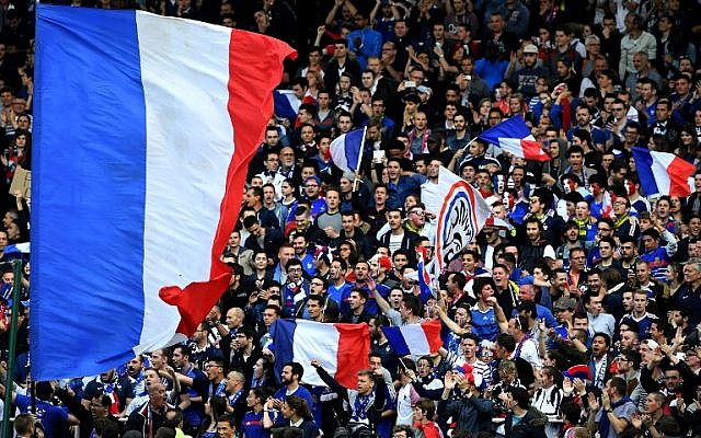 France's supporters cheer during the friendly soccer match between France and Cameroon, at the Beaujoire Stadium in Nantes, western France, on May 30, 2016. (AFP PHOTO / FRANCK FIFE)