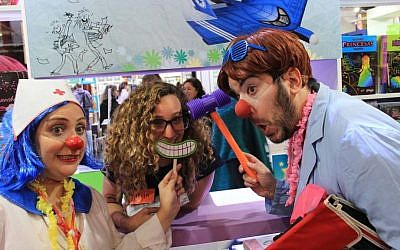 Visitors to the 42nd annual Buenos Aires International Book Fair have fun at the Israeli booth in Buenos Aires, Argentina, in April 2016. (Courtesy Israeli Embassy in Argentina via the Buenos Aires International Book Fair)