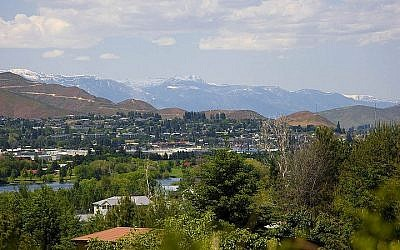 A view of the city of Wenatchee, Washington on April 25, 2009. (CC BY Wikimedia commons)