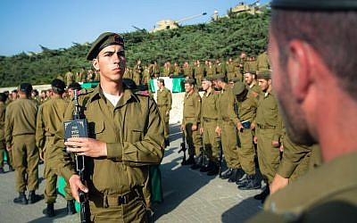 A swearing-in ceremony for new recruits to the IDF's Armored Corps on May 9, 2013. (IDF Spokesperson's Unit)