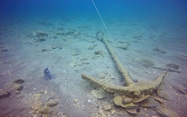 A 1,600 year-old ship's anchor as it was discovered in the sea at the site of the ancient sea port at Caesarea, Israel, April 2016. (The Marine Archaeology Unit of the Israel Antiquities Authority)