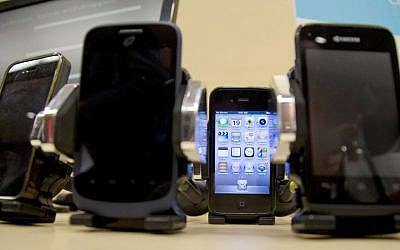 A display of cell phones during a Federal Trade Commission (FTC) mobile tracking demo in Washington in February 2014 (AP Photo/Carolyn Kaster)