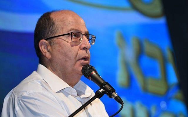 Defense Minister Moshe Ya'alon on May 15, 2016 (Dana Shraga/Defense Ministry)
