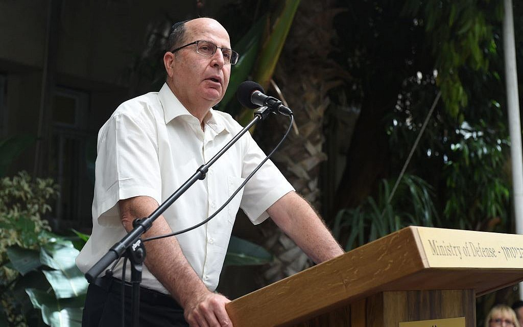 Defense Minister Moshe Ya'alon speaking at a memorial for fallen Defense Ministry employees on May 9, 2016. (Dana Shragai/Defense Ministry)