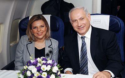 Prime Minister Benjamin Netanyahu and his wife Sara board a plane at Ben Gurion Airport, August 24, 2009. (Amos Ben Gershom/GPO/Flash90)
