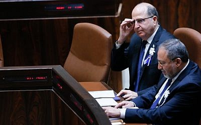 Former defense minister Moshe Ya'alon sits with Yisrael Beytenu party leader Avigdor Liberman during a swearing in ceremony for the 20th Knesset in Jerusalem on March 31, 2015. (Miriam Alster/Flash90)