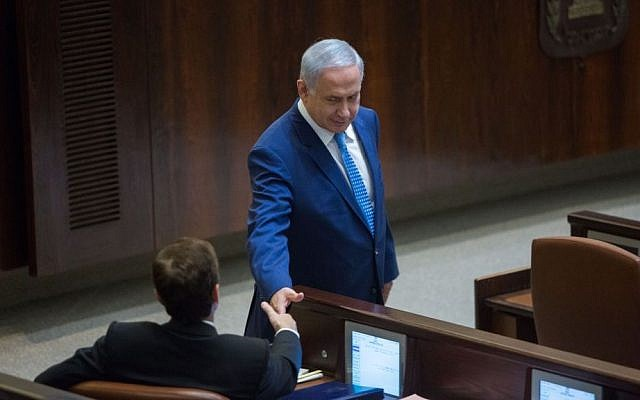 Prime Minister Benjamin Netanyahu shakes hands with opposition leader Isaac Herzog during a special plenum session marking the 50th anniversary of the Knesset, January 19, 2016. (Yonatan Sindel/Flash90)