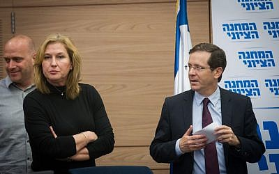 Leader of the opposition MK Isaac Herzog seen with MK Tzipi Livni at a Zionist Union faction meeting in the Knesset, February 22, 2016. (Miriam Alster/Flash90)