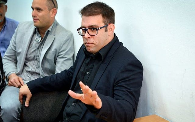 Likud MK Oren Hazan seen at the Magistrate's Court in Tel Aviv on March 6, 2016, for a hearing for a libel lawsuit Hazan filed against Channel 2 News reporter Amit Segal. (Flash90)