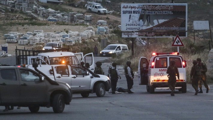 Israeli security forces at the scene where three Israeli soldiers were wounded in a vehicular attack near Dolev, in the West Bank, May 3, 2015 .(Flash90)