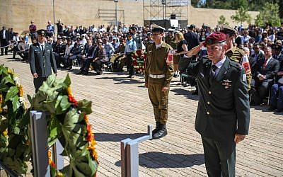 Yair Golan salutes after laying a flower wreath at a memorial during a Holocaust Remembrance Day ceremony at Yad Vashem on May 5, 2016. (Noam Moskowitz/Pool)