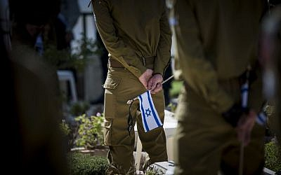Israeli soldiers stand at attention during the flag laying ceremony -- held every year  a few days before Memorial Day for Israel's Fallen Soldiers -- at Mount Herzl Military Cemetery in Jerusalem, April 8, 2016. (Yonatan Sindel/Flash90)