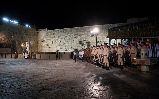 The central State Memorial Day ceremony at the Western Wall in Jerusalem's Old City, May 10, 2016 (Hadas Parush/Flash90)