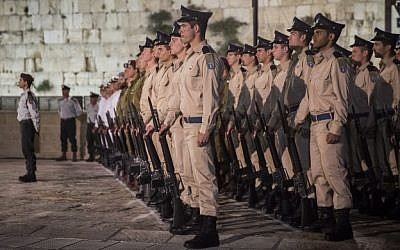 Israeli soldiers stand guard during a Memorial Day ceremony at the Western Wall, Judaism's holiest site, in Jerusalem's Old City, May 10, 2016. (Hadas Parush/Flash90)