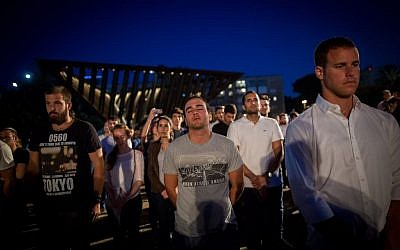 Israelis stand in silence at Rabin square in Tel Aviv as a siren is sounded marking the beginning of Memorial Day, May 10, 2016. (Miriam Alster/Flash90)