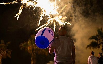 Israelis celebrate Israel's 68th Independence Day in the southern city of Ashkelon, on May 11, 2016. (Corinna Kern/Flash90)