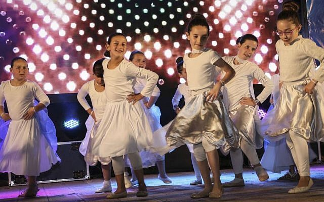 Israeli children celebrate Israel's 68th Independence Day in the West Bank settlement of Efrat, May 11, 2016. (Gershon Elinson/Flash90)