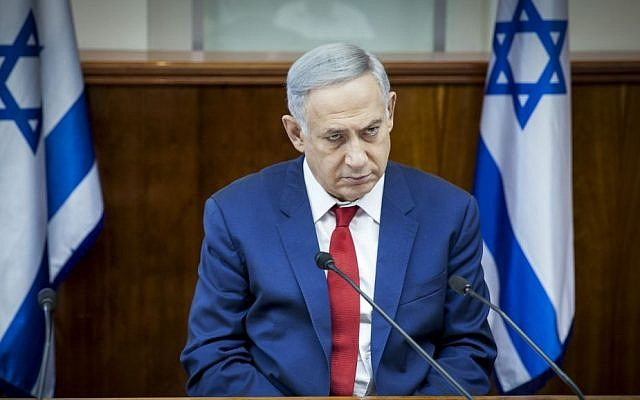 Prime Minister Benjamin Netanyahu leads the weekly cabinet meeting at the Prime Minister's Office in Jerusalem, May 15, 2016. (Emil Salman/POOL)