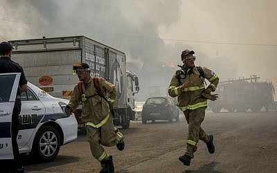 Firefighters at the scene of a large fire that broke at a warehouse in Jerusalem's Givat Shaul neighborhood on May 16, 2016. (Shlomi Cohen/Flash90)