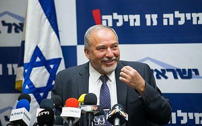 Yisrael Beytenu chair Avigdor Liberman during a press conference in the Knesset, Jerusalem, May 18, 2016. (Yonatan Sindel/Flash90)